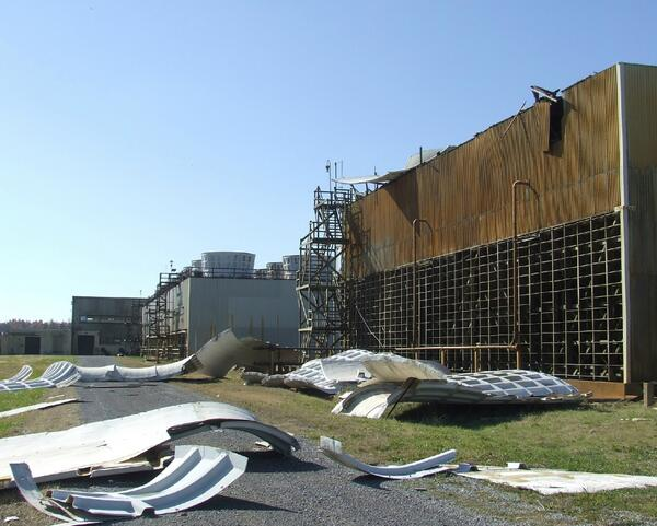 Damaged cooling tower at the Paducah Plant from severe weather on 11/17/13. (1/2) pic.twitter.com/j9aaAUckd1