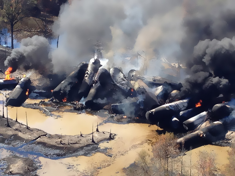 http://www.latimes.com/nation/nationnow/la-na-nn-train-crash-alabama-oil-20131109,0,780637.story
