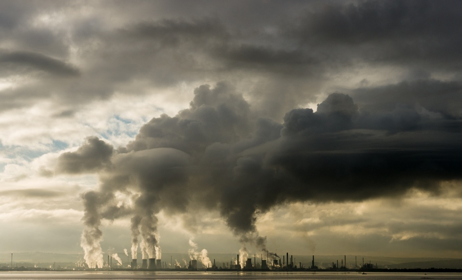 Grangemouth-chemical-plant-making-clouds